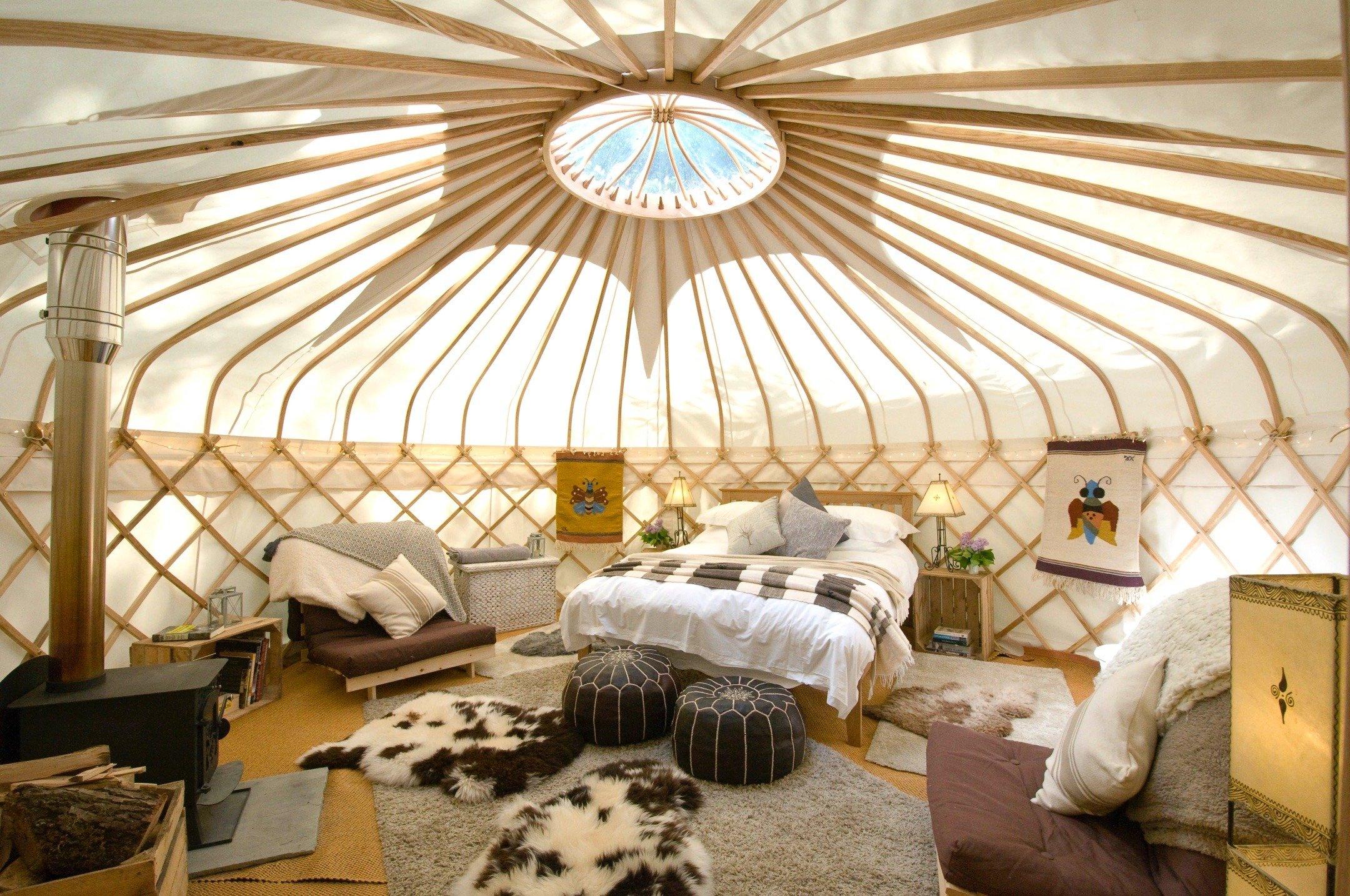 16 ft yurt interior
